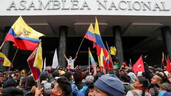 Ecuador marchers