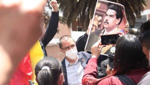 Venezuelan Foreign Minister Jorge Arreaza recovers the Venezuelan Embassy in La Paz, Bolivia. November 9, 2020.