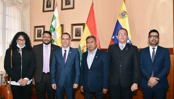 Bolivia's Foreign Minister Rogelio Mayta meets with Venezuelan Ambassador Alexander Yánez, Venezuelan Foreign Minister Jorge Arreaza, and Iranian Ambassador Morteza Tafreshi in La Paz. November 2020.