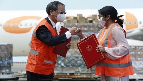 Vice President Delcy Rodriguez (R) and Ambassador Li Baorong (L) received a donation shipment, Venezuela, Dec. 22, 2020.
