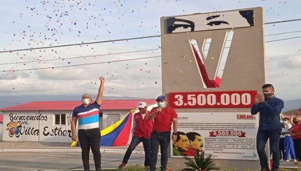 Citizens celebrate the historic milestone of the Great Housing Mission, Venezuela, March 18, 2021.