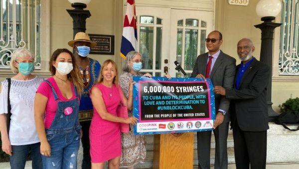U.S. solidarity organizations send 6 million syringes to Cuba.