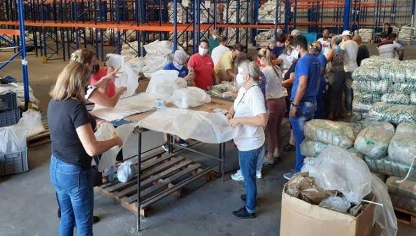 Citizens prepare food modules for the population, Havana, Cuba, July 31, 2021.