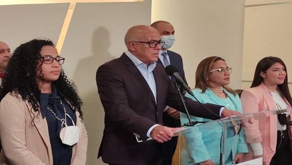 Venezuelan delegation's President Jorge Rodriguez offers a press release, Mexico, Sept. 26, 2021.